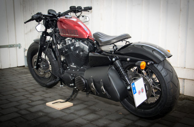 Custom Sportster Forty Eight von links